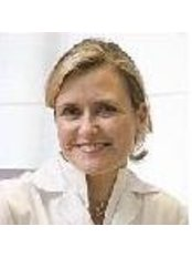 Dr Maria Sara Barrena de Vicente - Surgeon at Rocio Vazquez C - Cliníca Estética