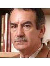 Dr Rafael Garcia Giraldez - Doctor at Rocio Vazquez C - Cliníca Estética