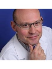 Dr Victor Hernandez Machado da Costa - Doctor at Clinica Maral