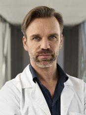 Dr Fabrice Condemi - Doctor at La Colline - Centre de Chirurgie Plastique et Esthétique - avenue de la Roseraie