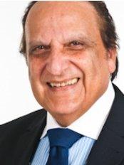 Dr Iradj Farhadi - Doctor at Swiss Day Clinic - Zurich