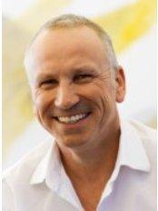Dr Werner Jaeck - Doctor at Trauma Zentrum
