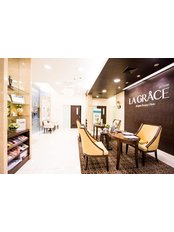 Мисс Plastic Surgery Consultation - Консультант в La Grace Clinic - Central World