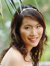 Dr Rassarin Khomgongsuwan - Dermatologist at Le Bangkok Cosmetic Clinic - Central Plaza Rama 3