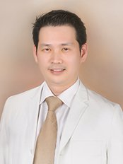 Dr Piya Rungruxsiri -  at Nida Skin and Cosmetic Surgery - Chidlom Tower