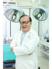 Доктор Vivat  Chengariyavong - Главный хирург в Saranya Clinic