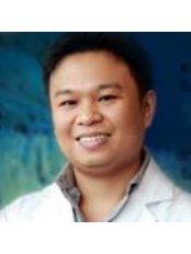 Dr Apichai Suteerayongprasert - Dentist at Bangkok Hospital Phuket
