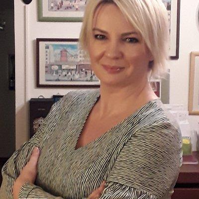 Mrs Melanie Handke