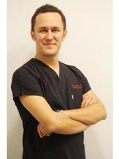 Dr Ihsan Turkmen - Surgeon at Vanity Cosmetic Surgery Hospital İstanbul