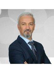 Prof. Mubin Hosnuter - Chirurg - ClinicHair