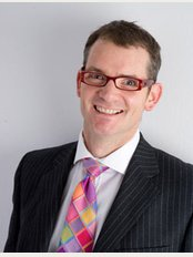Simon Lee Plastic Surgeon Non Surgical - Mr Simon Lee is on the Specialist Register of Plastic Surgeons maintained by the General Medical Council,