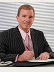 Mr Dan Prinsloo - Consultant Cosmetic Surgeon - Mr Dan Prinsloo