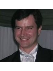 Dr Tomas Fortoul Rosewick - Doctor at Clinica Fortfoul