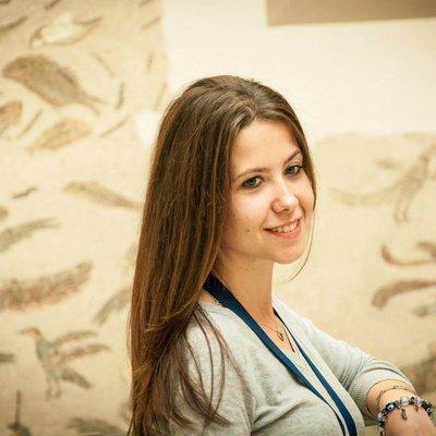 Dr Ana  Andoni