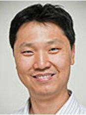 Dr Alan Chang - Principal Dentist at Smile Bright Dental - Calamvale