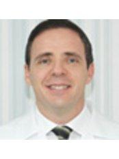 Dr Alberto Fernandes - Dentist at Clinica Fernandes