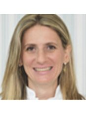 Dr Marcia Pamboukian - Dentist at Clinica Fernandes