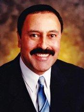 Dr. Oscar Dalmao DPC - 1437 Dundas St. E, Mississauga, L4X 1L3,  0