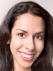 Dr Roxane Katiya -  at Aura Clinique Dentaire Élite