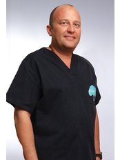 Luca Stahl - Oral Surgeon at El Cedro Dental Clinic