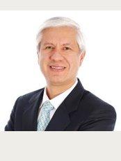 Dr. Guillermo Bernal Estetica y Rehabilitacion Oral Avanzada - Carrera 13A, No. 89 - 38 Consultorio 510 Edificio Nippon Center, Bogotá,