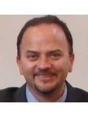 Dr Cristian Aragonés - Orthodontist at Dent-Ofimall Especialidades Dentales - Coronado