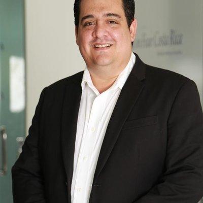 Dr Esteban Urzola