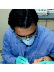 Dr Roberto Hernandez - Doctor at Symmetry Dental