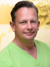 Dr Peter Uhlmann - Doctor at Aesthetica clinic