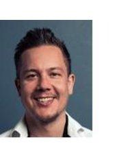 Norman Jacob Vita - Dentist at Jacob & Jacob Dental Care Berlin
