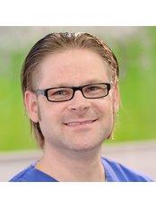 Dr Adrian Hadyniak - Dentist at Gemeinschaftspraxis Dr. Anastase