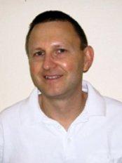 Dr Dieter Leschinski - Dentist at Praxisgemeinschaft Dr. Dr. Karl Geisler and Partner