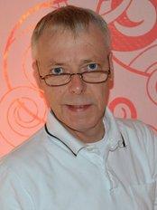 Dr Peter Wolber - Dentist at Praxisgemeinschaft Dr. Dr. Karl Geisler and Partner