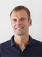 Mr Thies Apenburg -  at Dr. Ricardo Constantin - Bergedorf