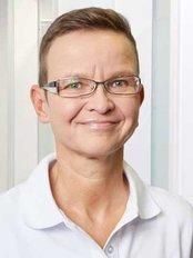 Dr Karin Kremeier -  at Zentrum für Zahnmedizin Florentin Hoffbauer