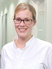 Dr Marie Sachs -  at Zentrum für Zahnmedizin Florentin Hoffbauer
