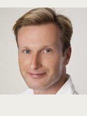 Dr. Charles A. Smith, Praxis für Fortschrittliche Ästhetische Zahnheilkunde - Römerstr. 1, Heidelberg, 69115,