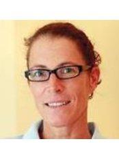 Karin Bühler -  at Dr. Charles A. Smith, Praxis für Fortschrittliche Ästhetische Zahnheilkunde