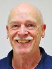 Dr Ingolf Jahn - Orthodontist at Fachpraxis für Kieferorthopädie Nidderau