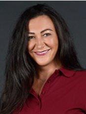 Ms Karolina Suk - Manager at Dr. med. Jochen Kuder Dr. med. Dent. Roswitha Schiner