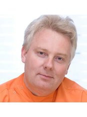 Dr. Zsolt Nemeth - Mundchirurg - Access Smile - Budapest