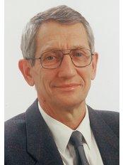 Dr. Miklós Végh - Chirurg - Art Medic Klinik für Ästhetische Chirurgie und Zahnheilkunde