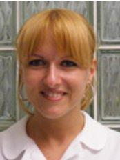Ms Andrea Turbuly Csáki -  at Brilliant Smile Zahnmedizi Ungarn