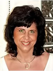 Judit Piri -  at Brilliant Smile Zahnmedizi Ungarn