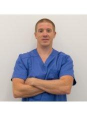 Dr Dénes Lukács - Dentist at CompletDent