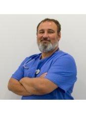 Dr Gábor Szlovicsák - Doctor at CompletDent