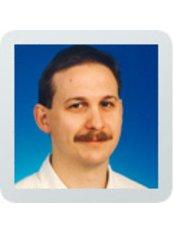 Dr Szerecz László - Dentist at Dentabo