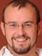 Dr. Viktor Németh - Zahnarzt - Gellért Dental