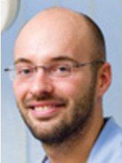 Dr. Iván Solymosi - Zahnarzt - Kreativ Dental