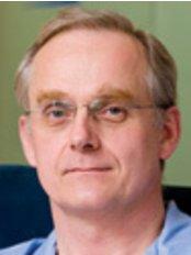 Dr. Louis Patonay - Leitender Zahnarzt - Kreativ Dental